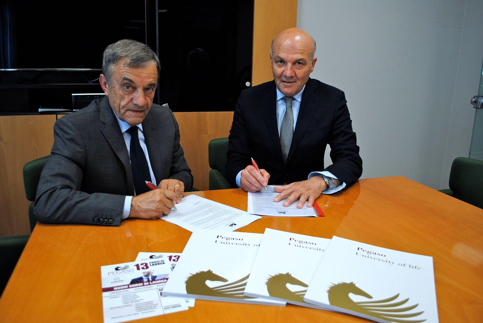 l Presidente dell'Associazione commercianti Albesi Giuliano Viglione e il Dott.Carmine Maffettone, Responsabile della Sede di Alba e Bra, hanno stipulato una convenzione che permetterà di migliorare l'invenstimento in cultura e formazione.
