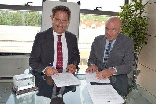 L'amministratore delegato del Gruppo Egea PierPaolo Carini insieme a Carmine Maffettone, che insieme al figlio Vincenzo dirige le sedi di Alba e Bra dell'Università Pegaso